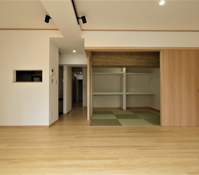無垢の床とリビングから和室